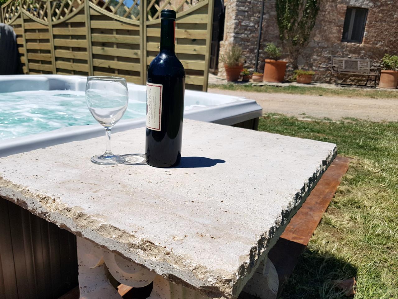 Bagno rilassante jacuzzi piccozzo agritour - Bagno rilassante ...